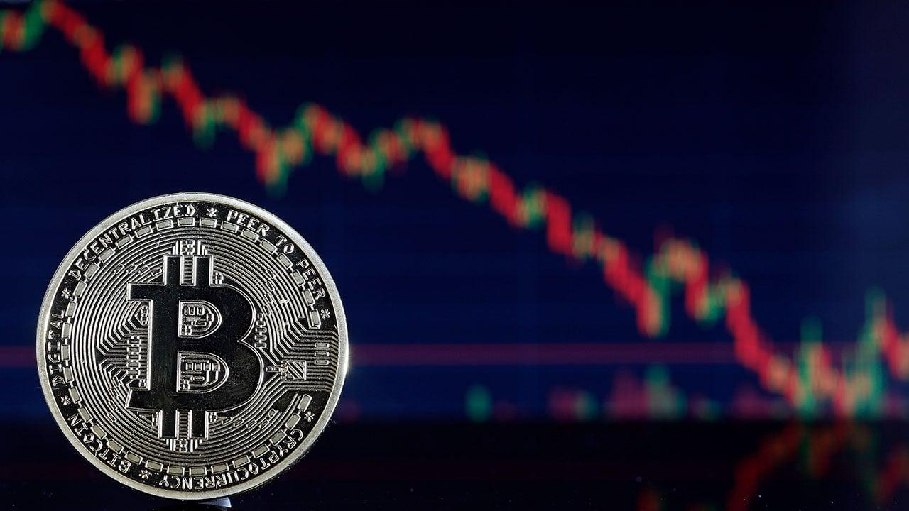 Bitcoin tropieza luego superar los 40,000 dólares por primera vez