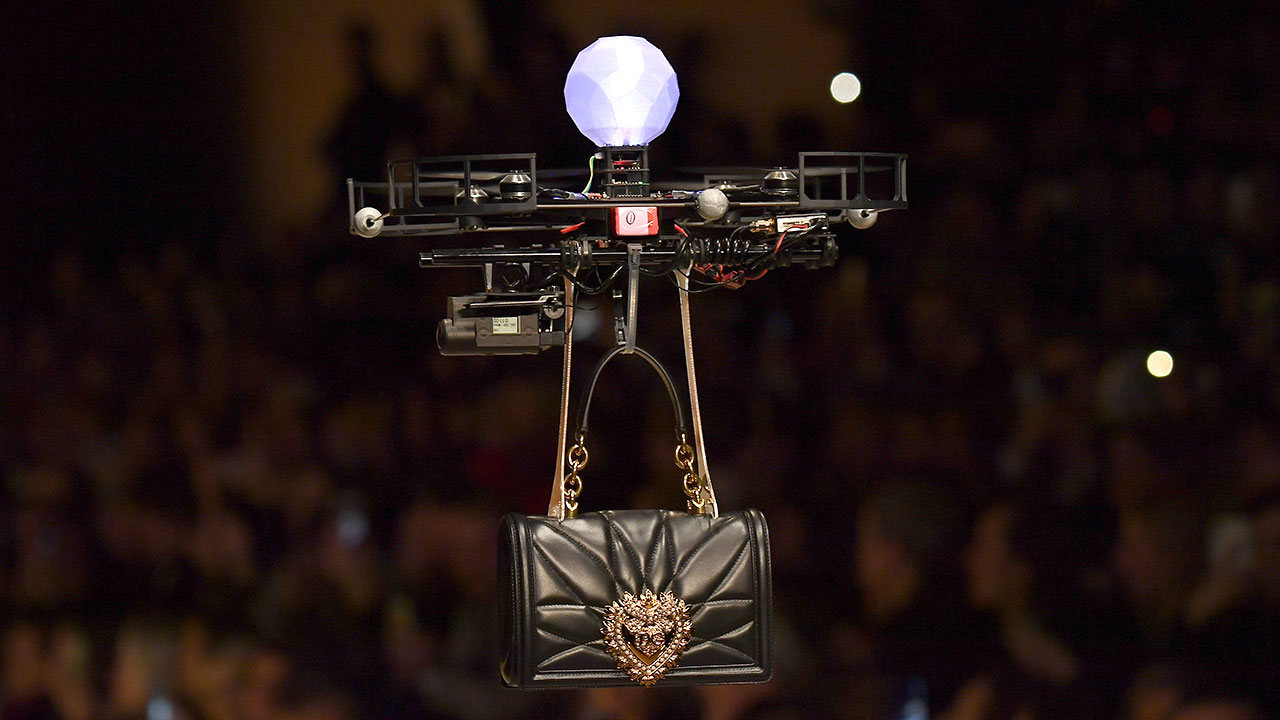 Dolce & Gabanna por un momento cambió a sus modelos… por drones