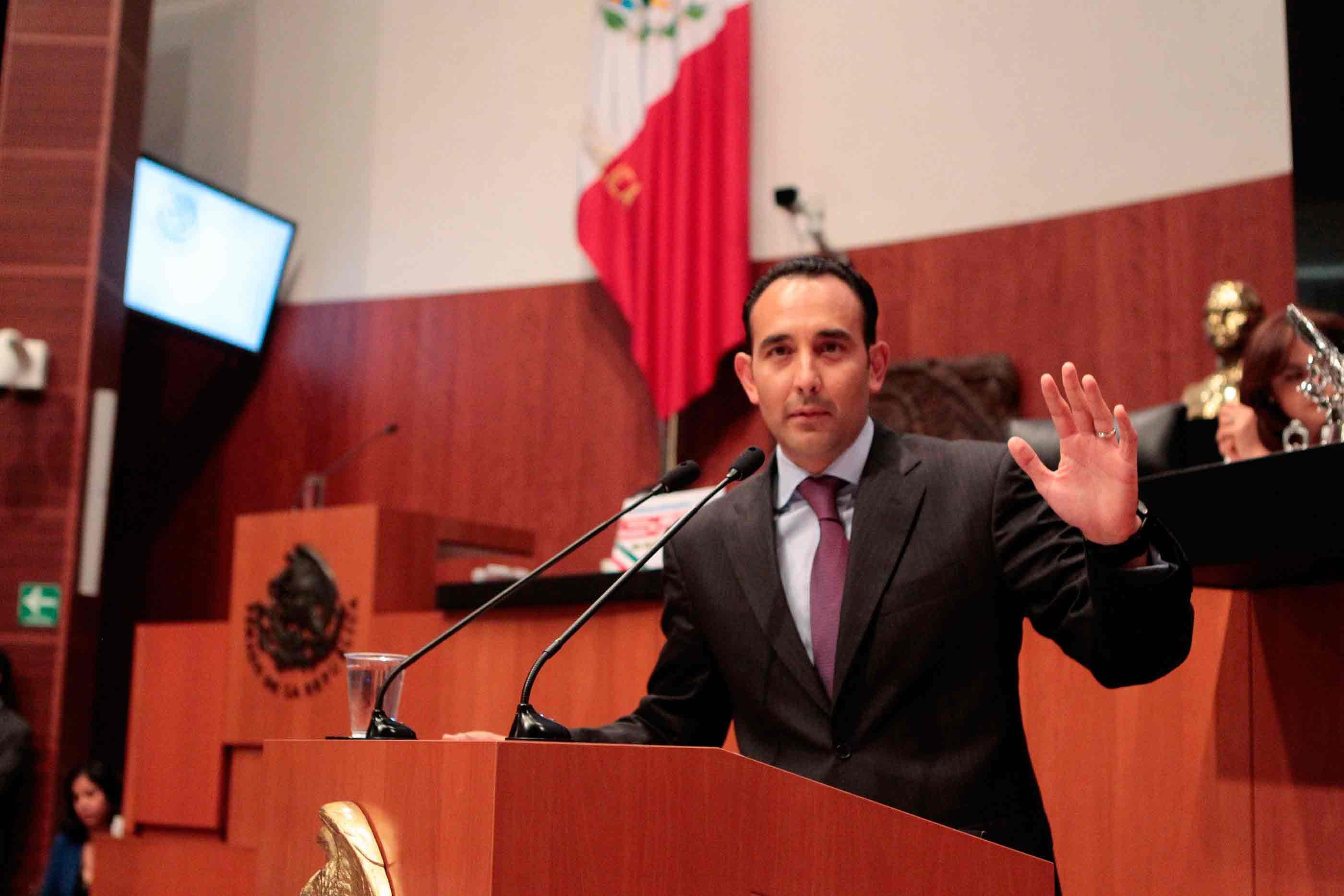 Senado otorga licencia a Gil Zuarth para separarse de su cargo