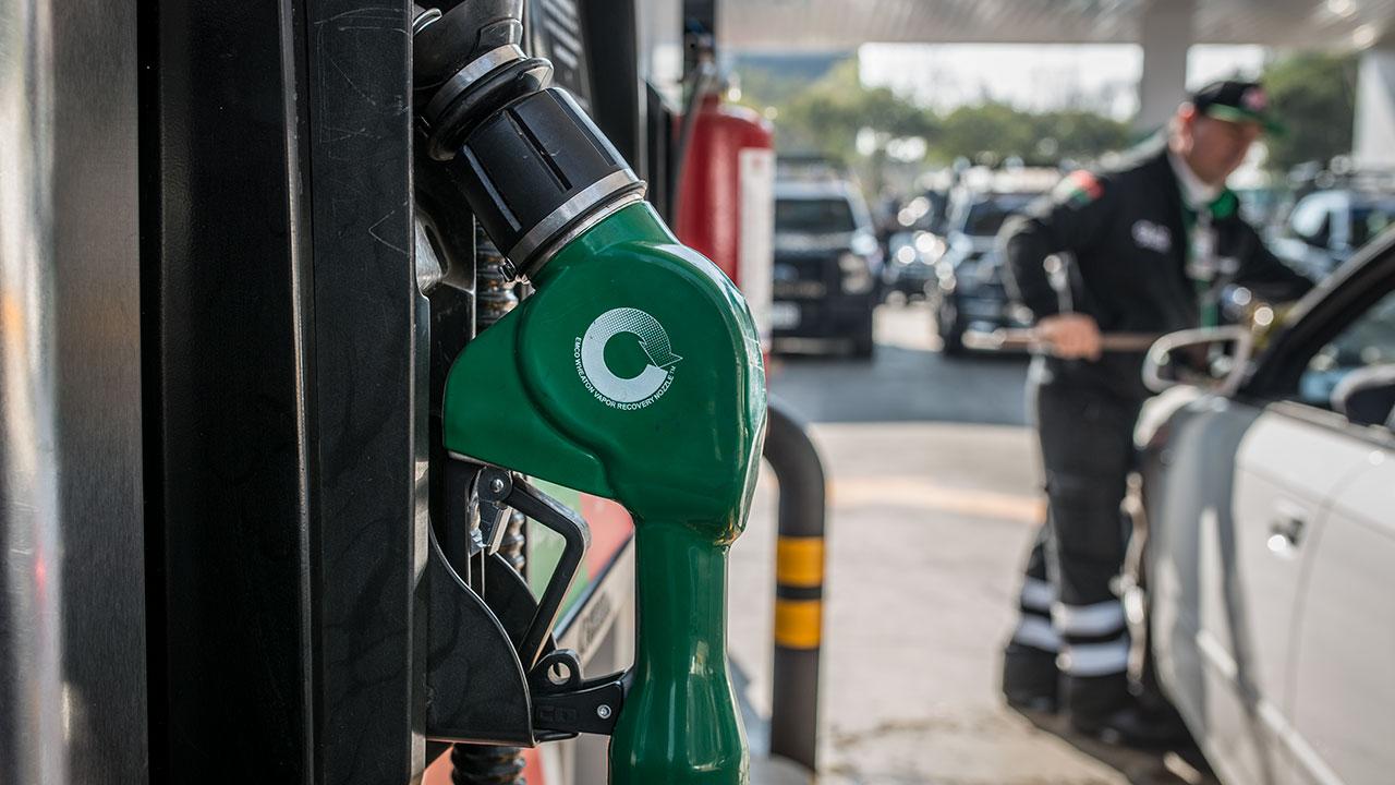 Inflación se desacelera a 5.34% en febrero; gasolina sigue al alza