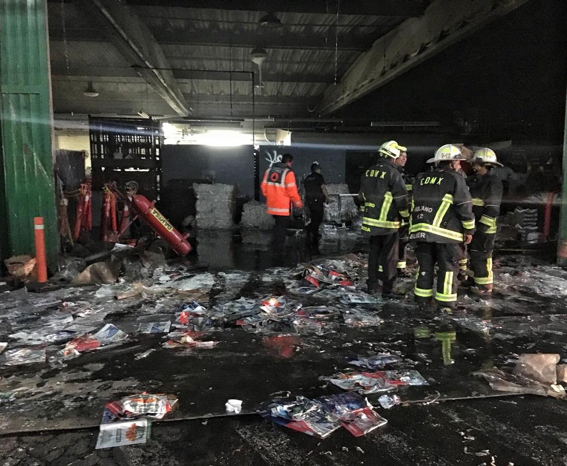 Reportan incendio en periódico Reforma