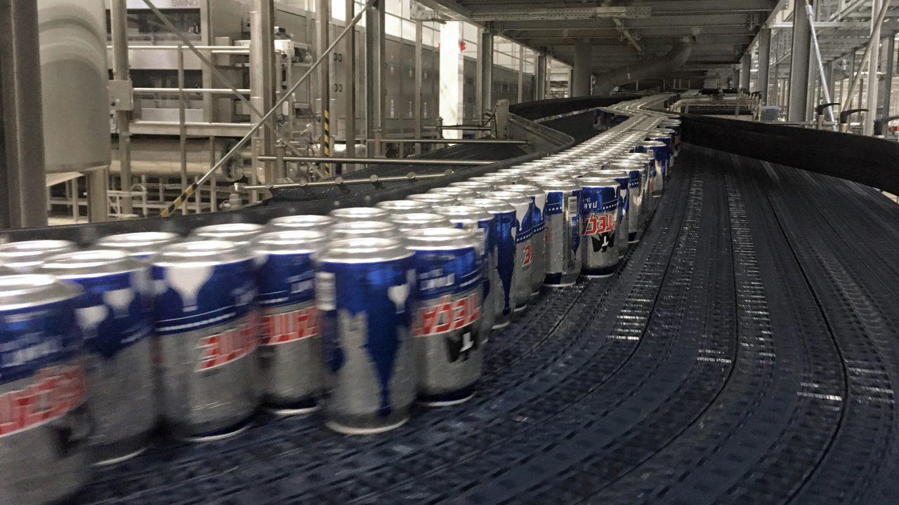 Línea de producción de latas. (Foto: Angélica Escobar/Forbes México).