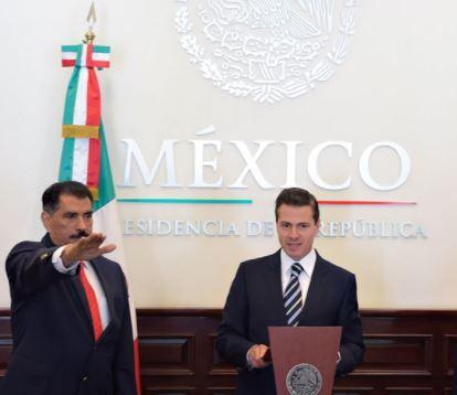 Peña Nieto toma protesta a Florentino Castro como nuevo director del ISSSTE