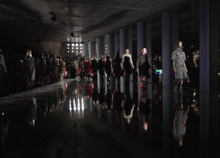 Prada presenta colección Otoño – Invierno 2018 en Milán