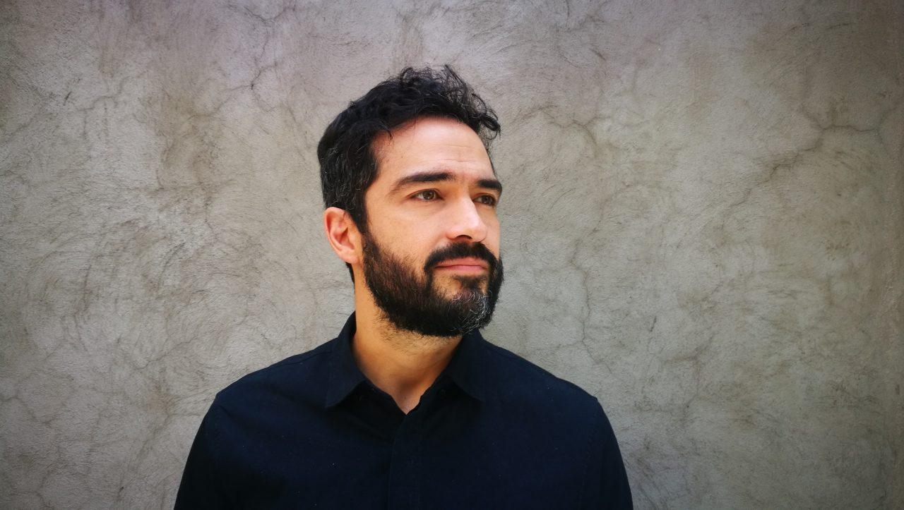Alfonso Herrera regresa a México para protagonizar obra de teatro