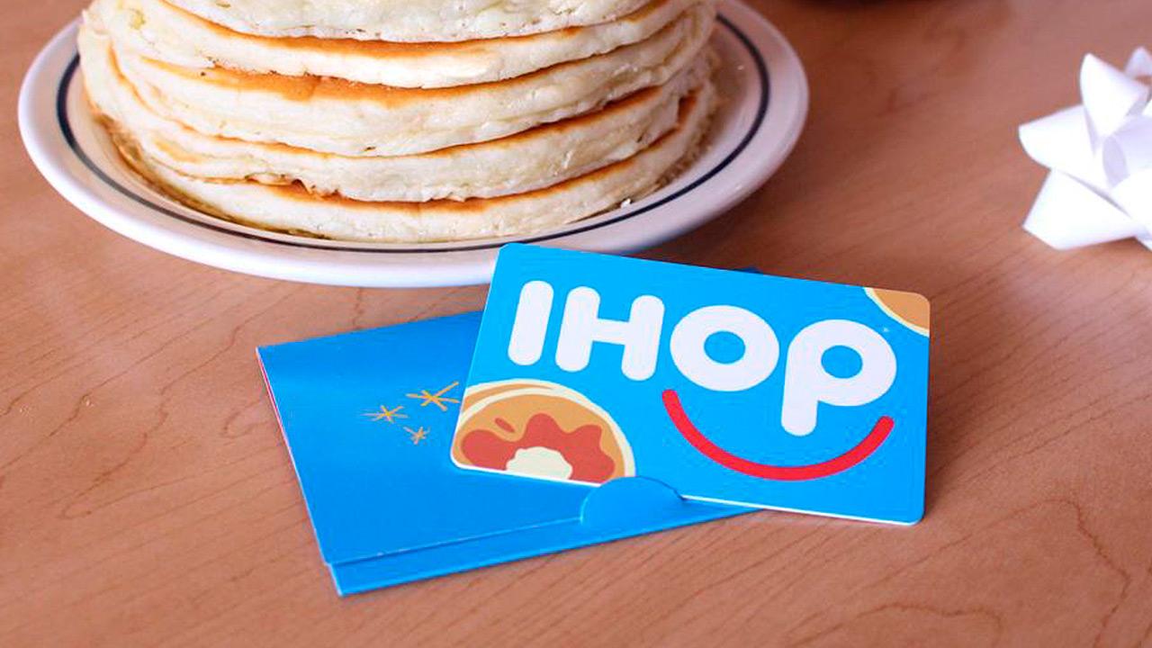 Come pancakes en IHOP y ayuda a niños con cáncer