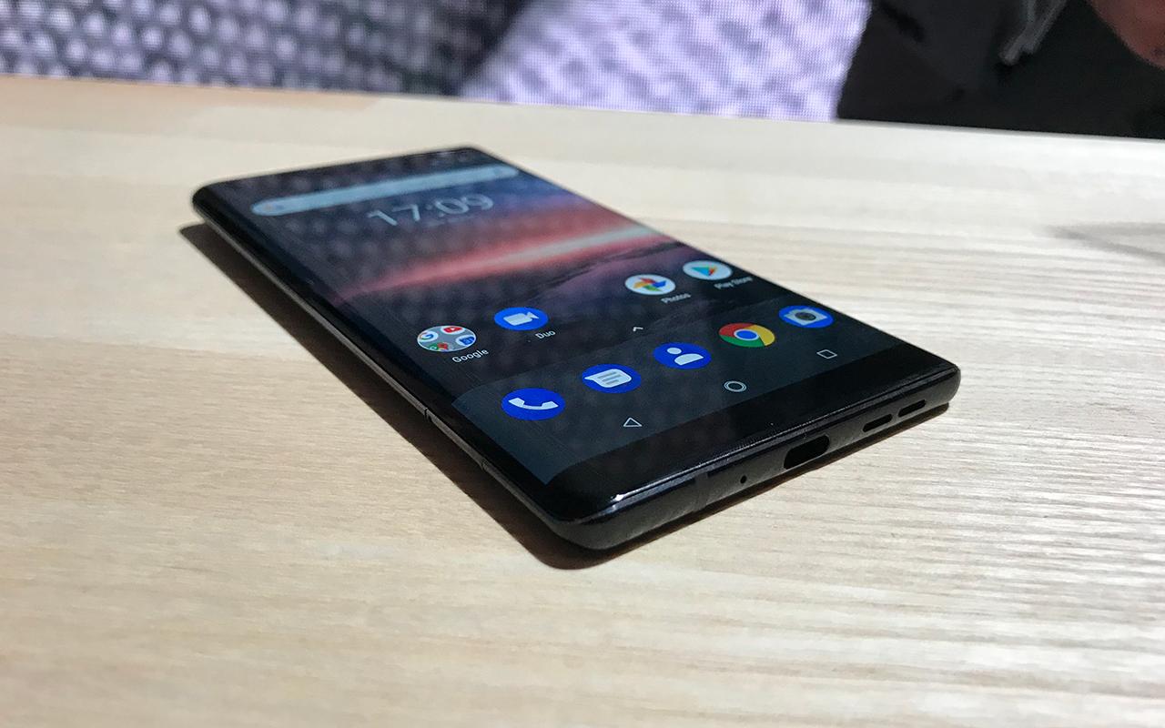 """nokia8 2 - Nokia resucita al 8810, el teléfono de """"Matrix"""""""