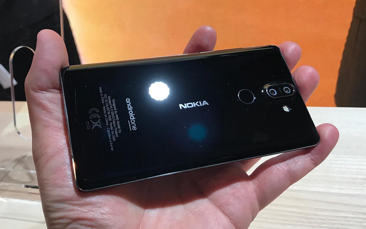 """nokia8 3 - Nokia resucita al 8810, el teléfono de """"Matrix"""""""