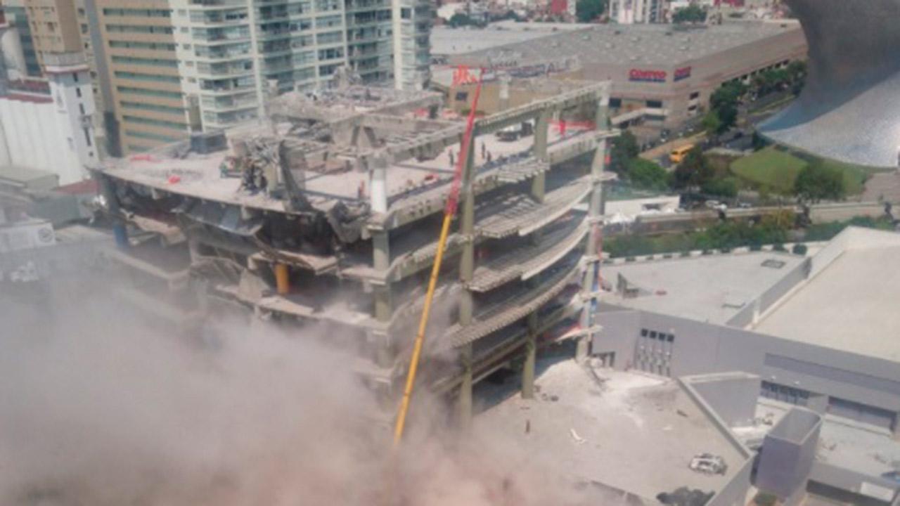 Reportan caída de parte de un edificio en Polanco