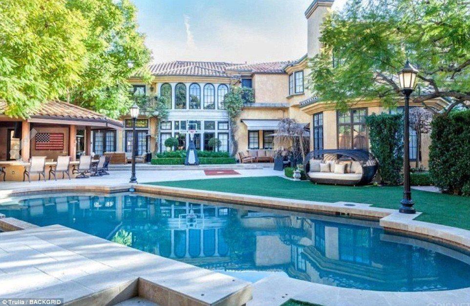 Charlie Sheen vende su mansión de Beverely Hills por 10 mdd