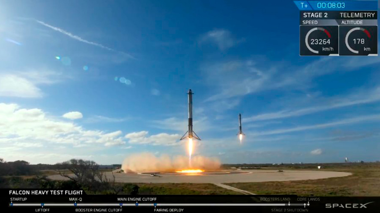 SpaceX lanza con éxito su cohete Falcon Heavy y pone un Tesla en órbita