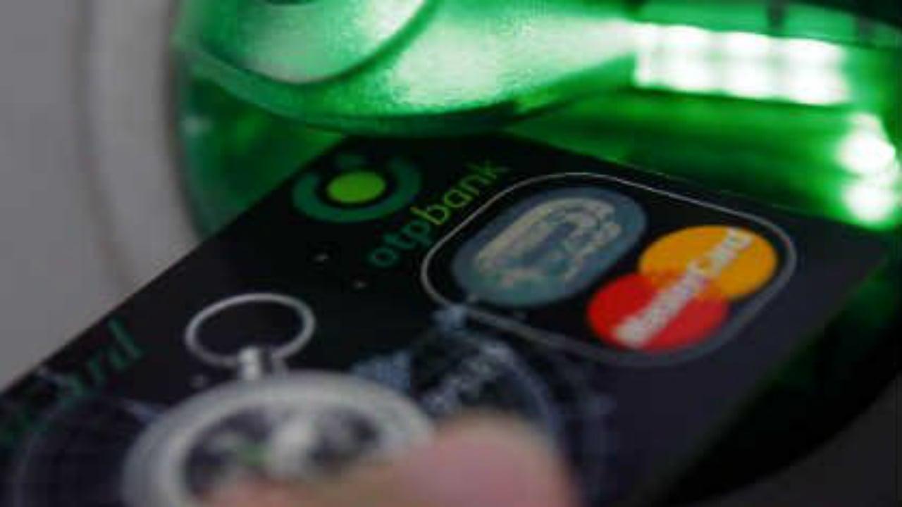 Los mexicanos se endeudan en tarjetas hasta por 140,000 pesos