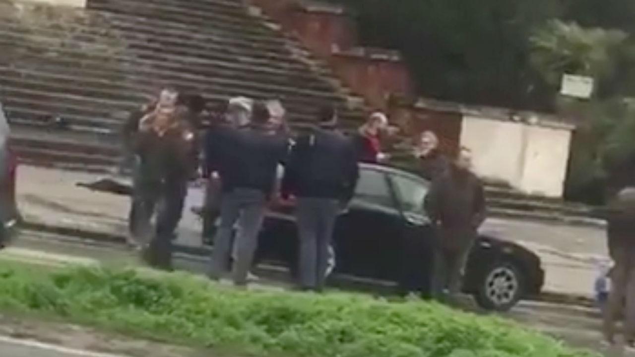 Hombre dispara a migrantes en el centro de Italia