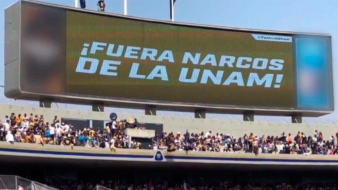 """""""Fuera narcos de la UNAM"""", exigen en CU durante partido"""