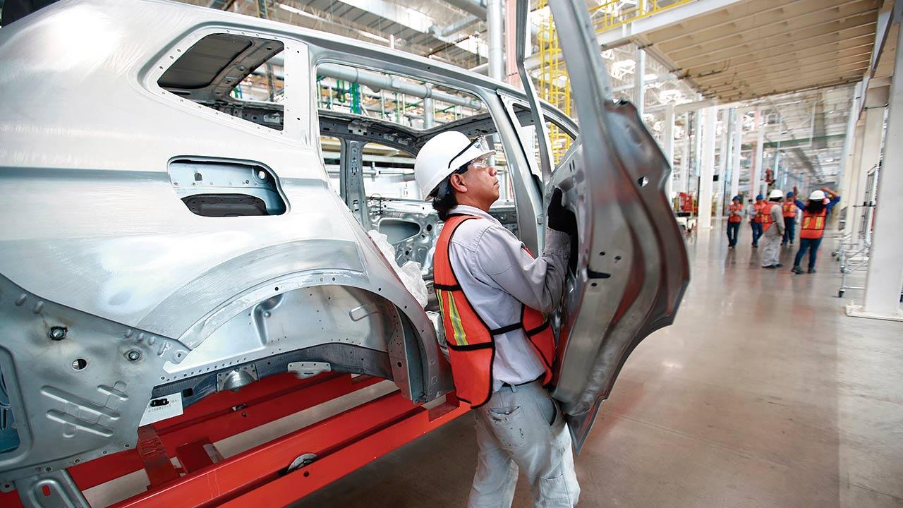 Fabricación de vehículos crece 3.9% en mayo: AMIA