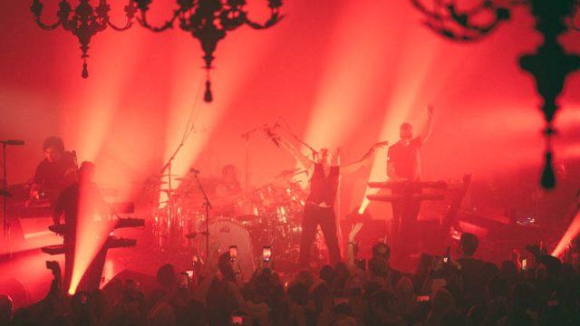 Polis agreden a fans de Depeche Mode — VIDEO