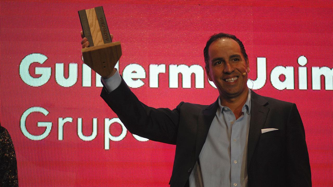 Guillermo Jaime recibe reconocimiento Forbes a su trayectoria como emprendedor
