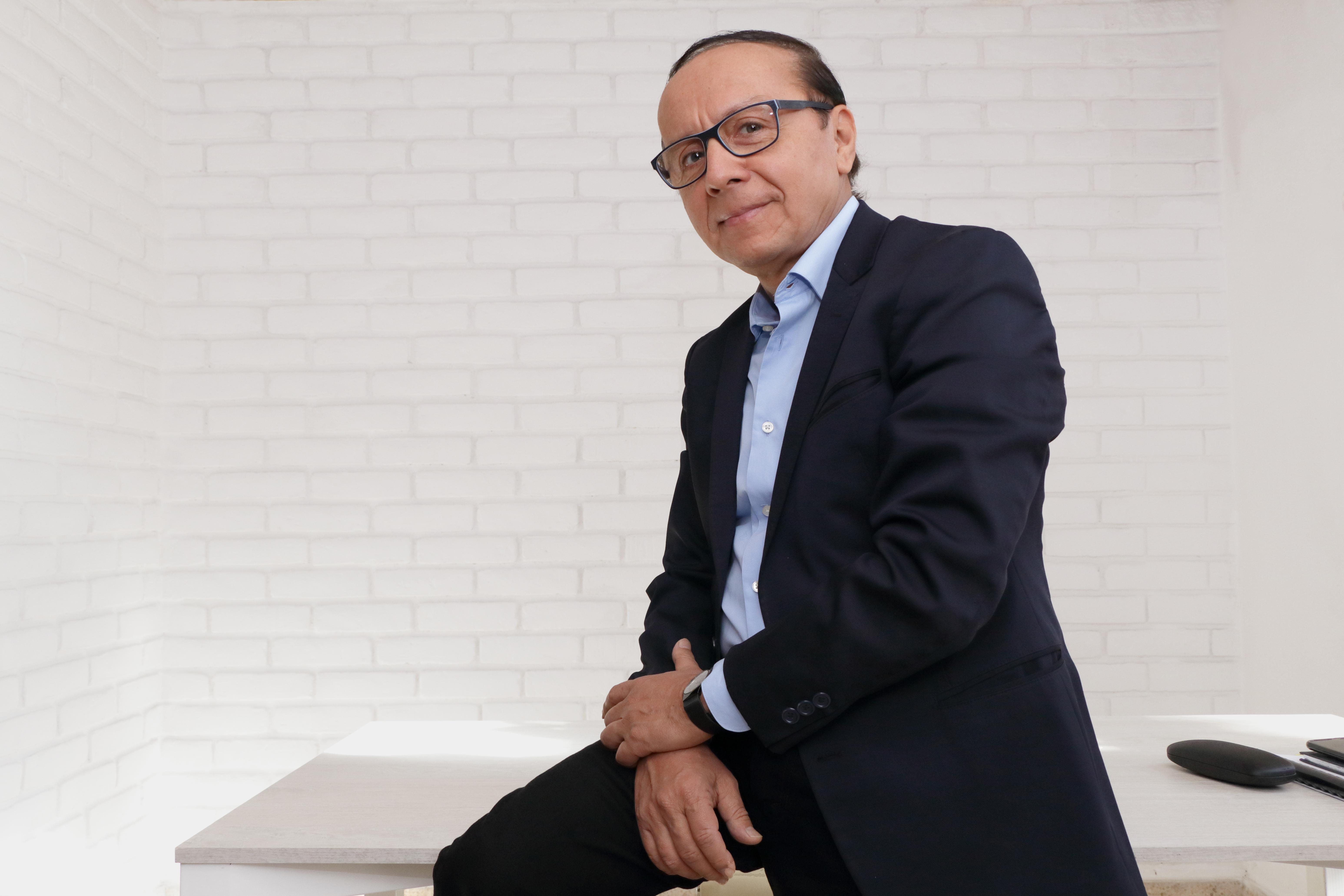 Los jóvenes deben vivir sus sueños en El Salvador: Gerson Martínez
