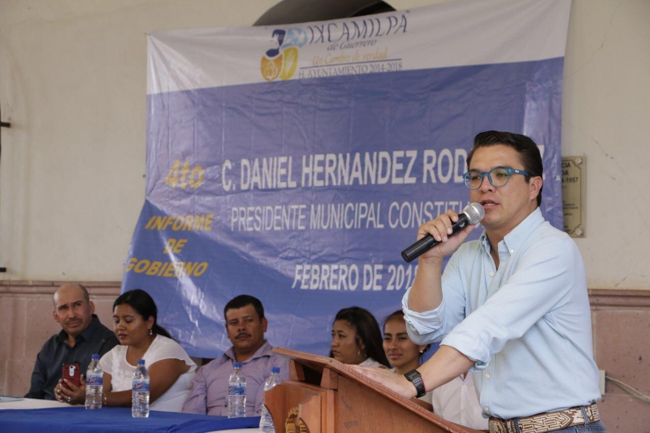 Gerardo Islas registra candidatura a diputación local en Puebla con megacoalición