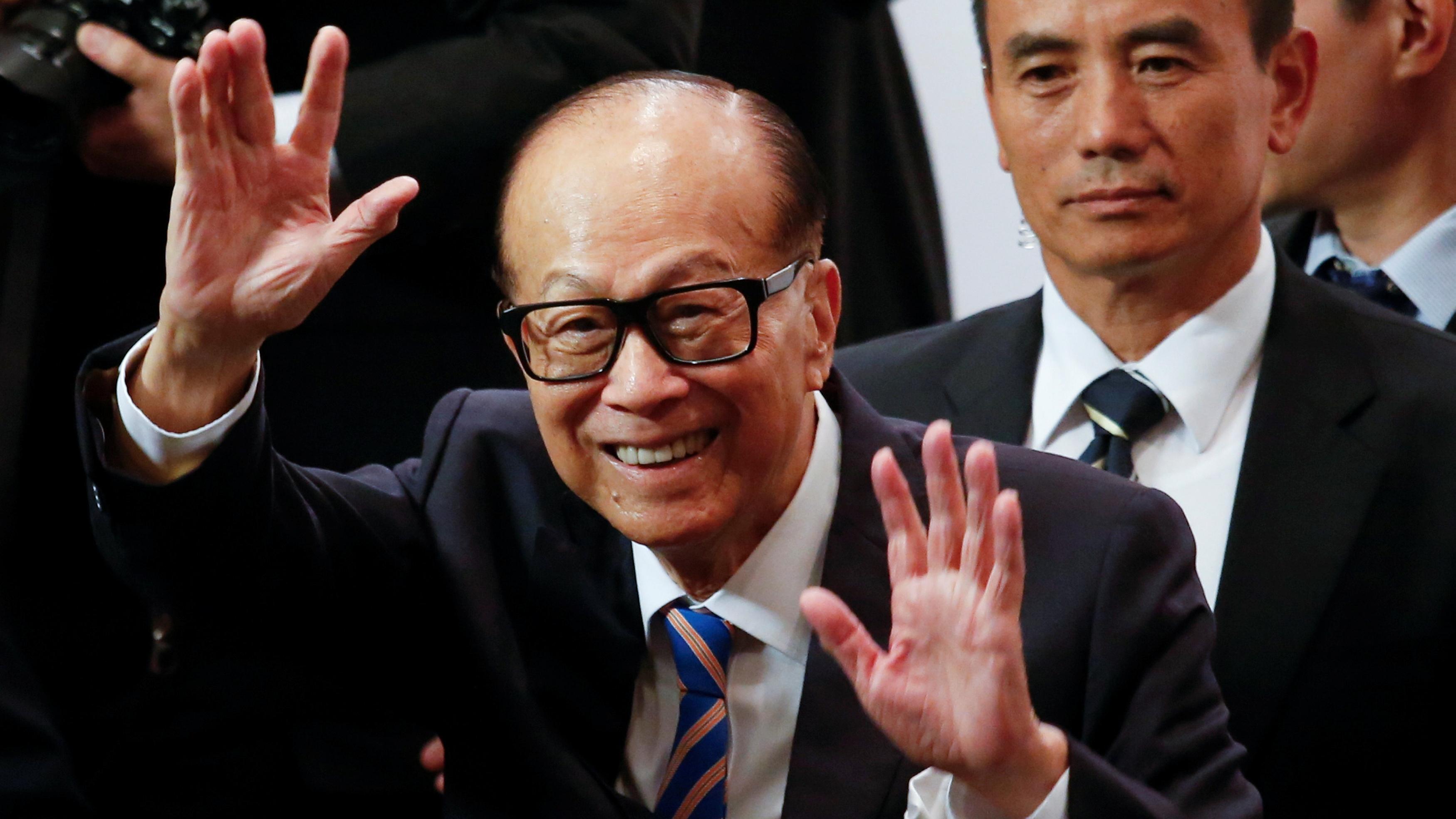 El hombre más rico de Hong Kong se jubila tras 76 años en activo