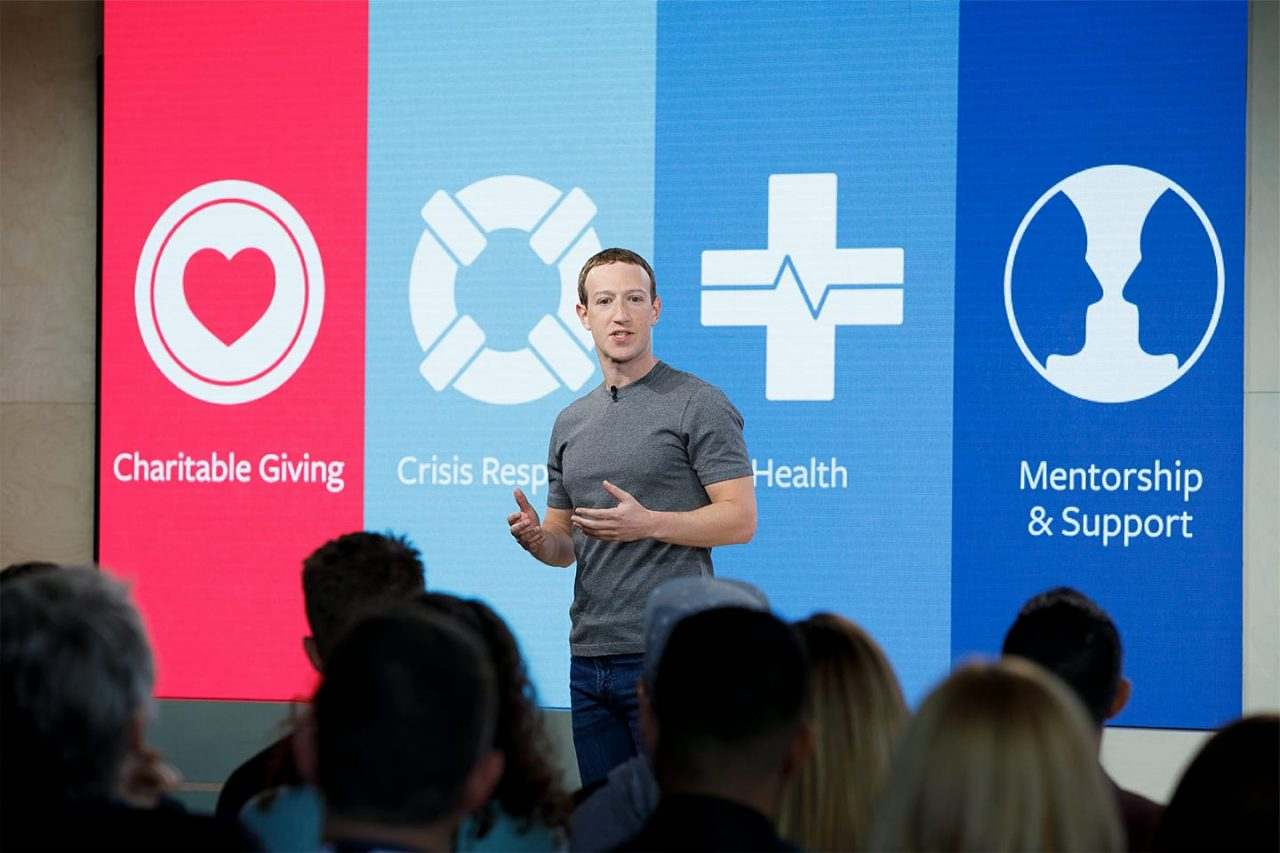 Zuckerberg, listo para explicar el escándalo que cimbra a Facebook