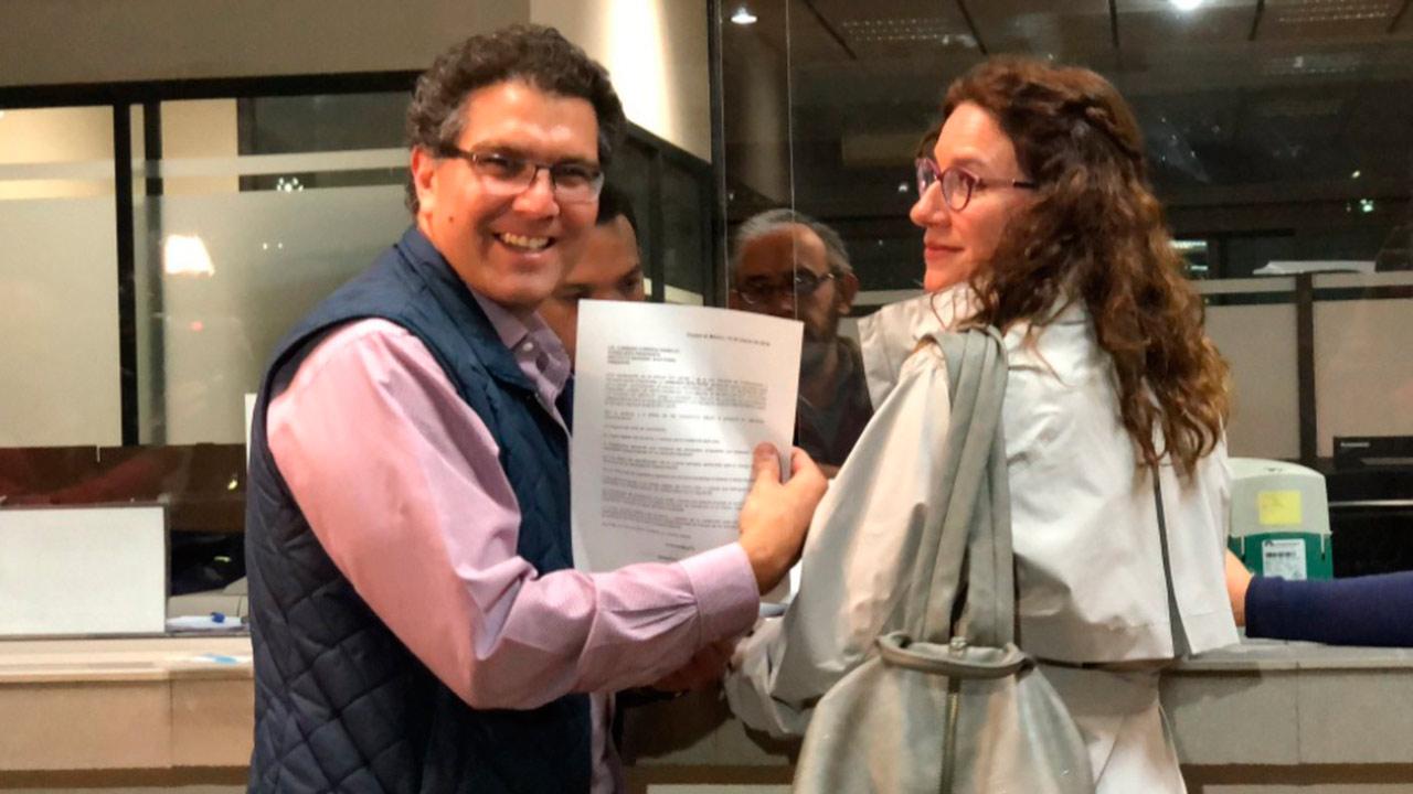 Ríos Piter se registra como candidato independiente a la presidencia