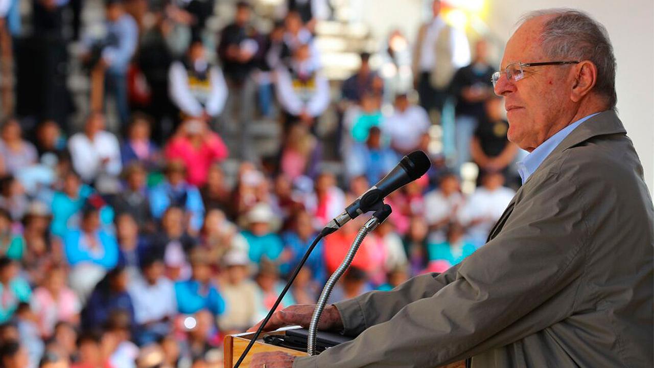Presidente de Perú renuncia en medio de escándalo por corrupción