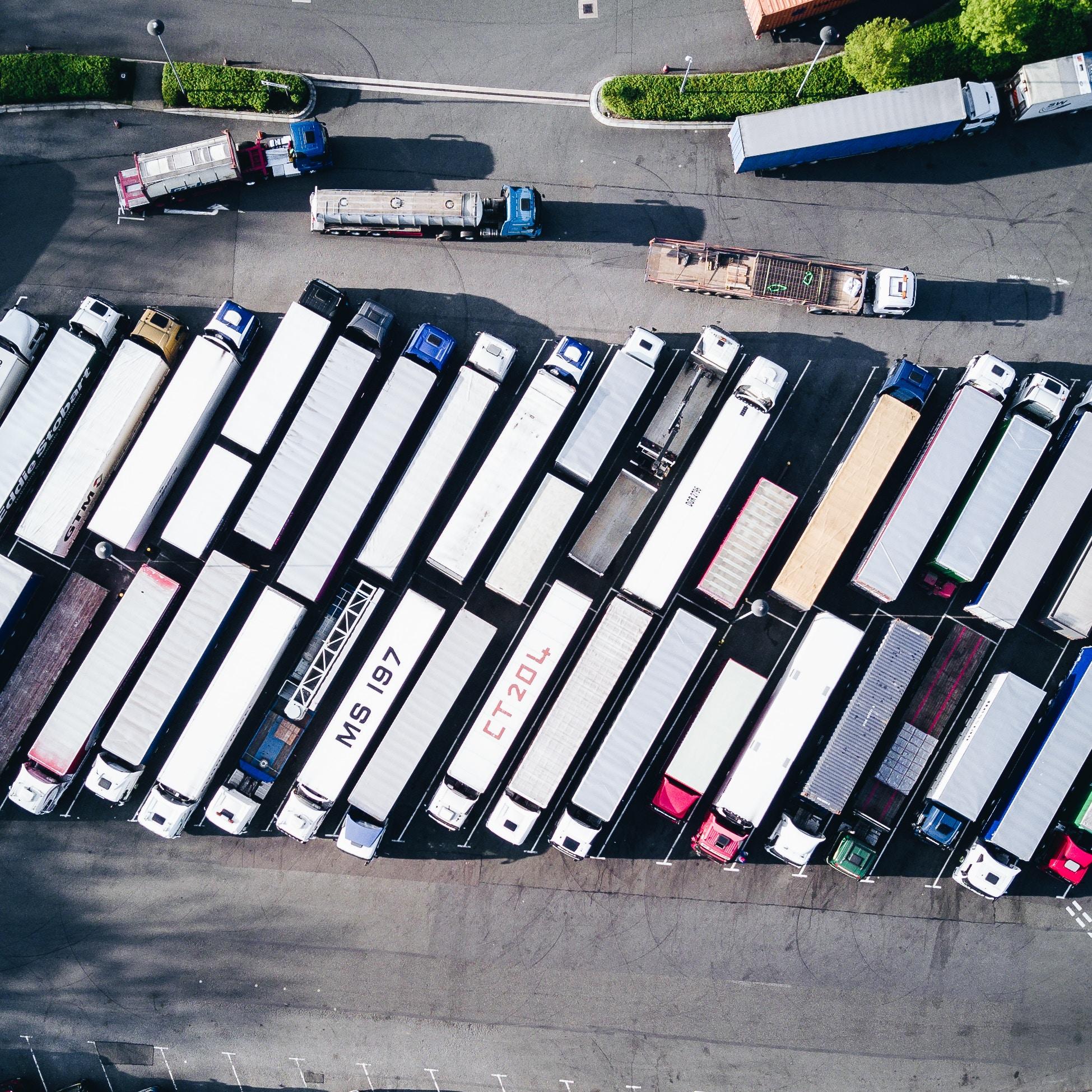 Fabricantes de camiones apoyan decisión de México por aranceles de EU