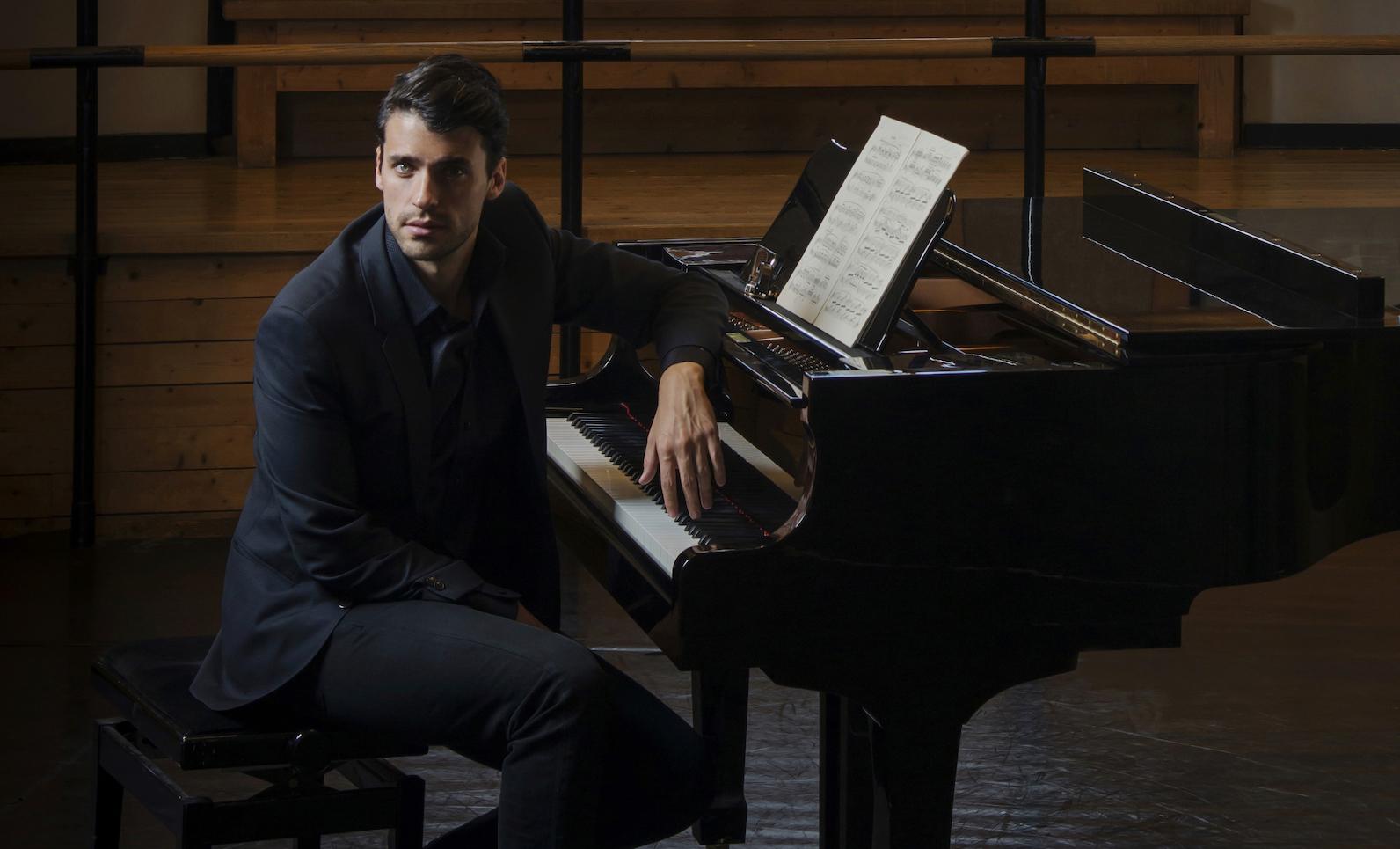 Jorge Viladoms, el pianista que conquistará el Ángel de la Independencia