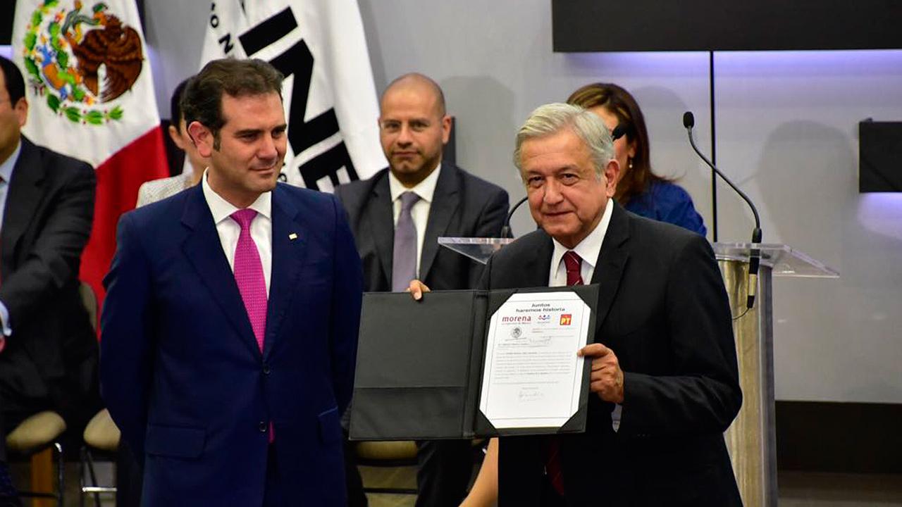 López Obrador promete consulta sobre revocación de mandato cada 2 años