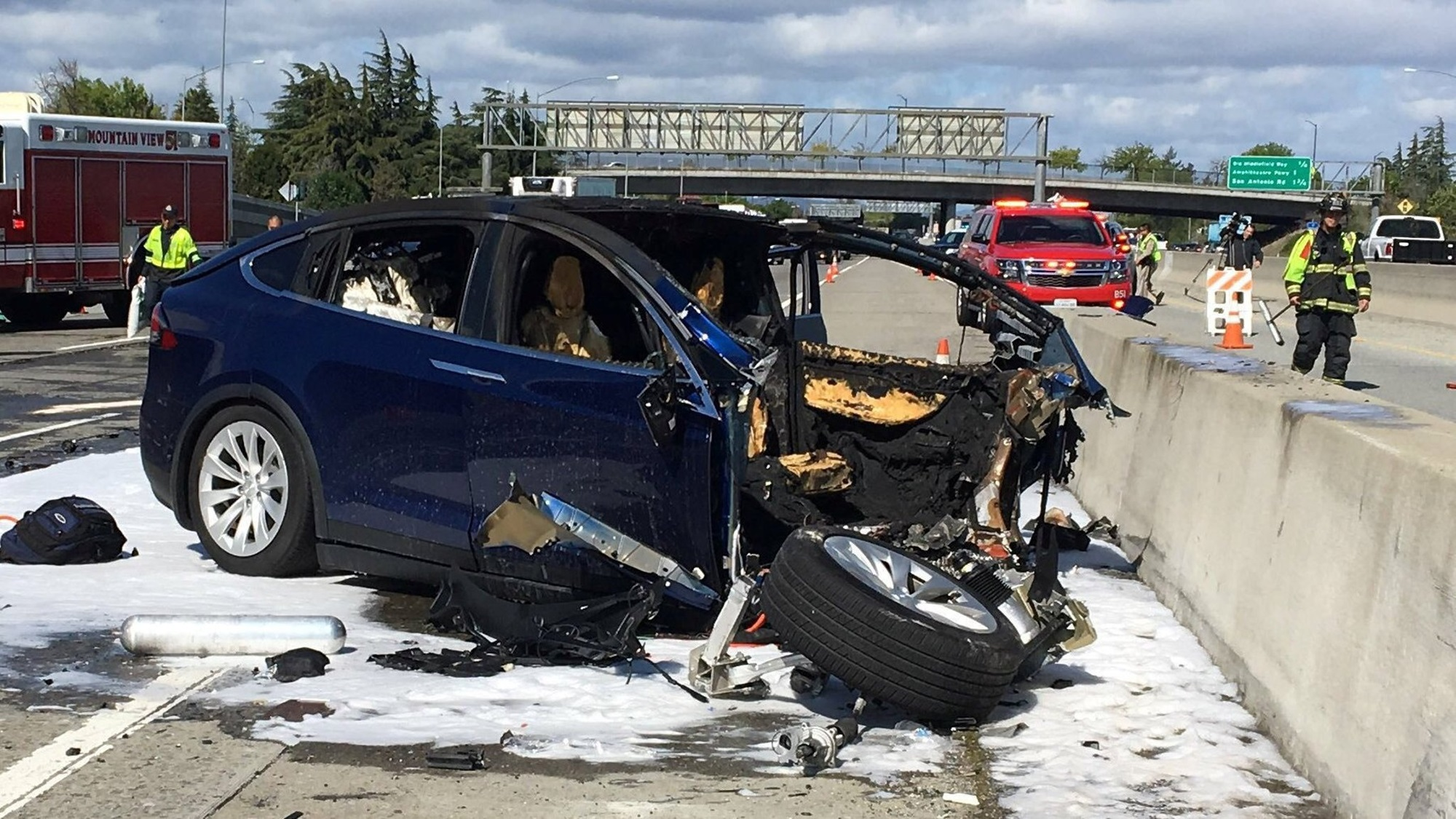 Conductor ignoró advertencias de Autopilot en accidente: Tesla