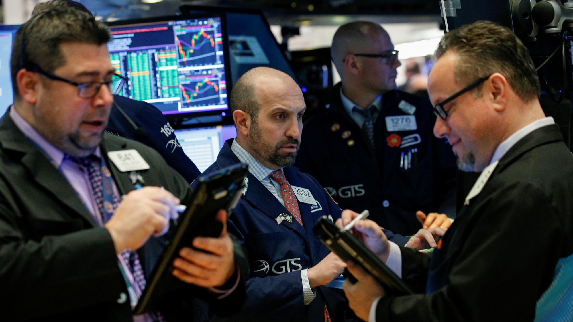 Wall Street inicia con caída por Apple y firmas de microprocesadores