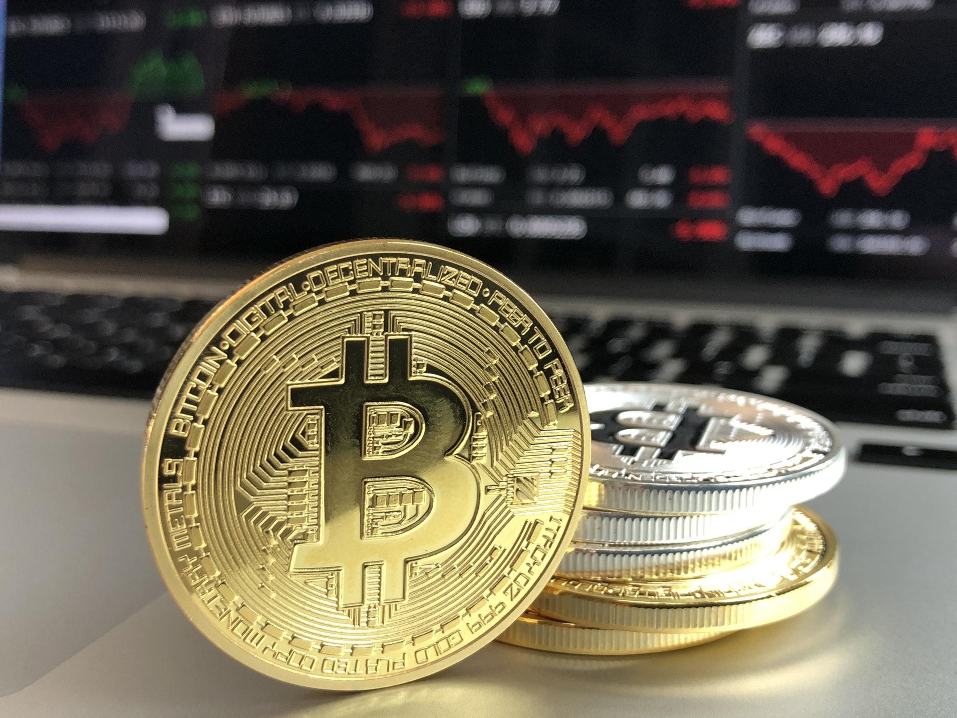 ¿Por qué el bitcoin perdió más de 1,000 dólares en un día?