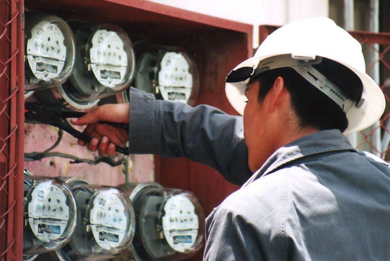 CFE revela a empresas participantes en subasta de medidores