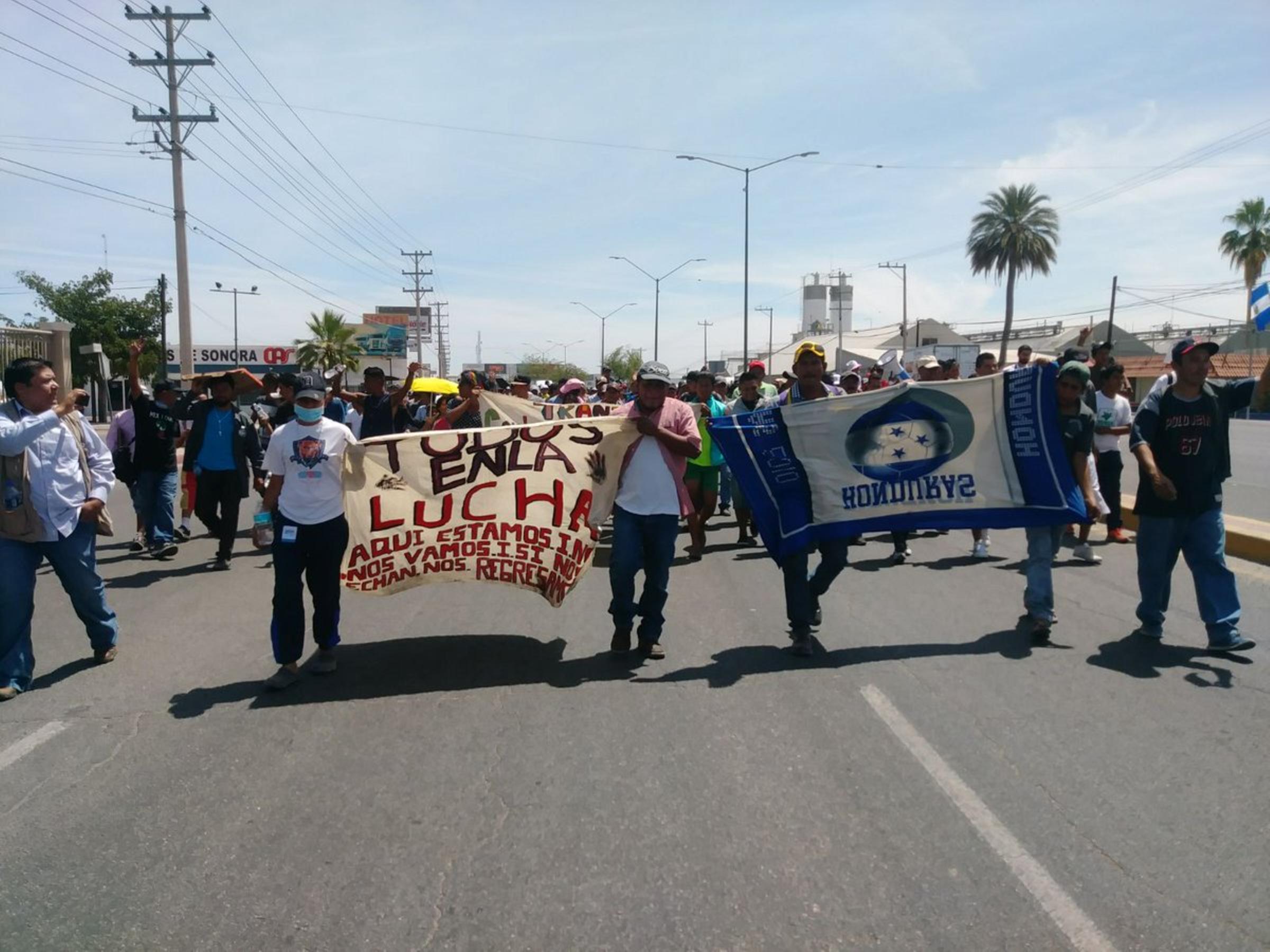Caravana de migrantes prepara un cruce masivo a Estados Unidos