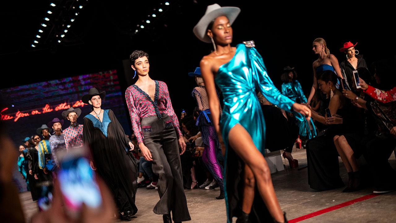 Daniela Villa se inspira en Tijuana en el Mercedes-Benz Fashion Week