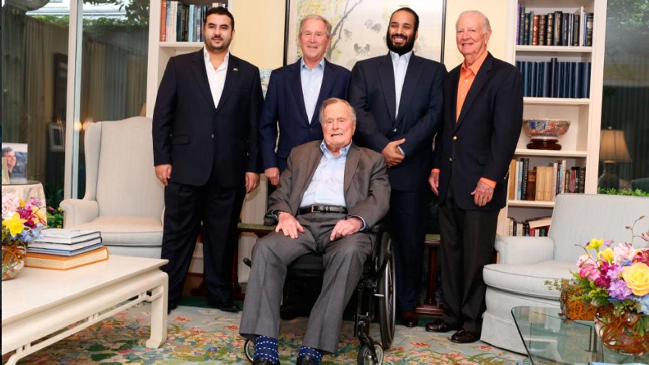Expresidente George H.W. Bush abandona terapia intensiva