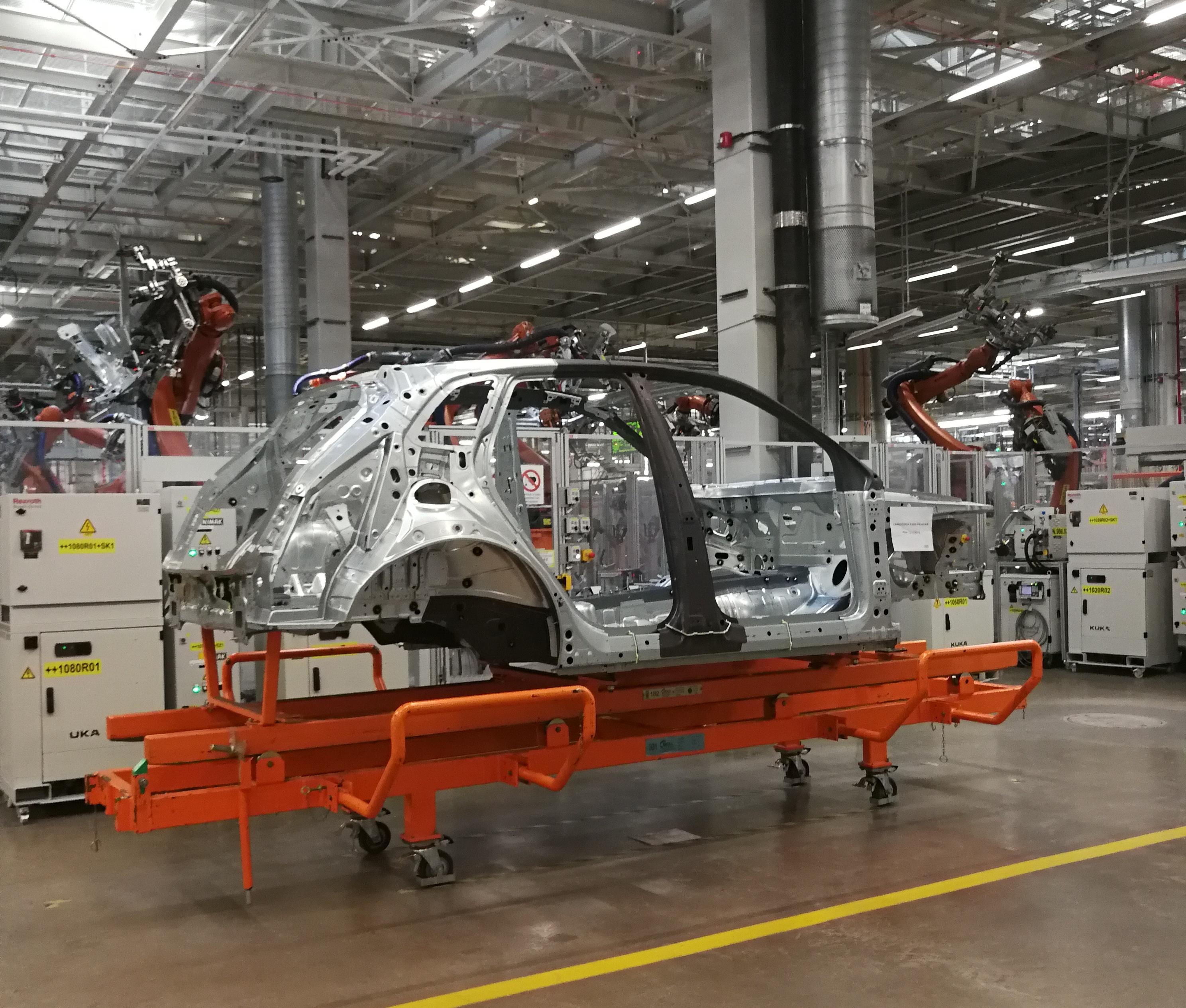 Puebla pospone otra vez reapertura de industria automotriz y construcción