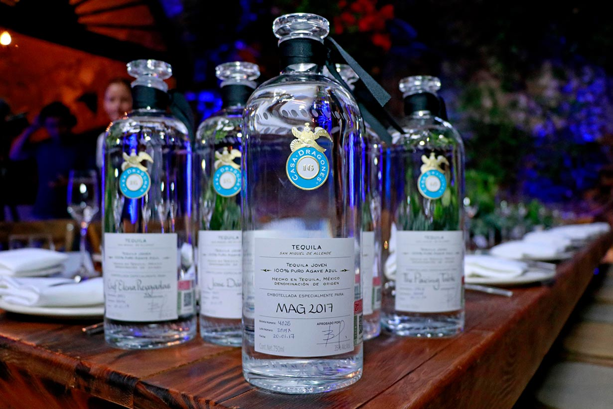 Botellas personalizadas. Foto: Casa Dragones.