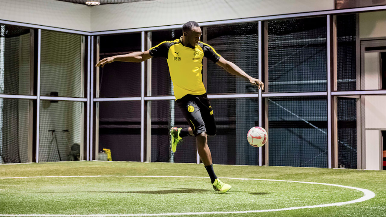 De corredor a futbolista: Usain Bolt no conoce los límites