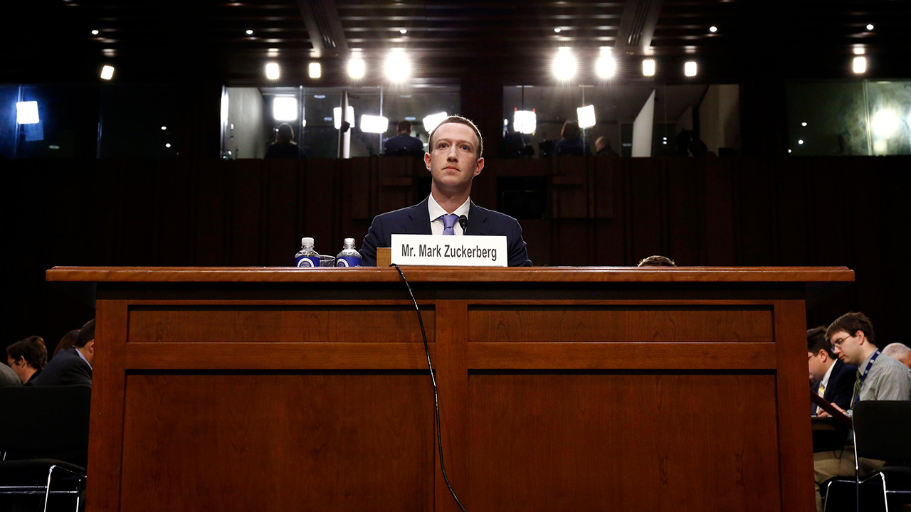 Facebook sigue evasivo sobre Cambridge Analytica: Parlamento británico