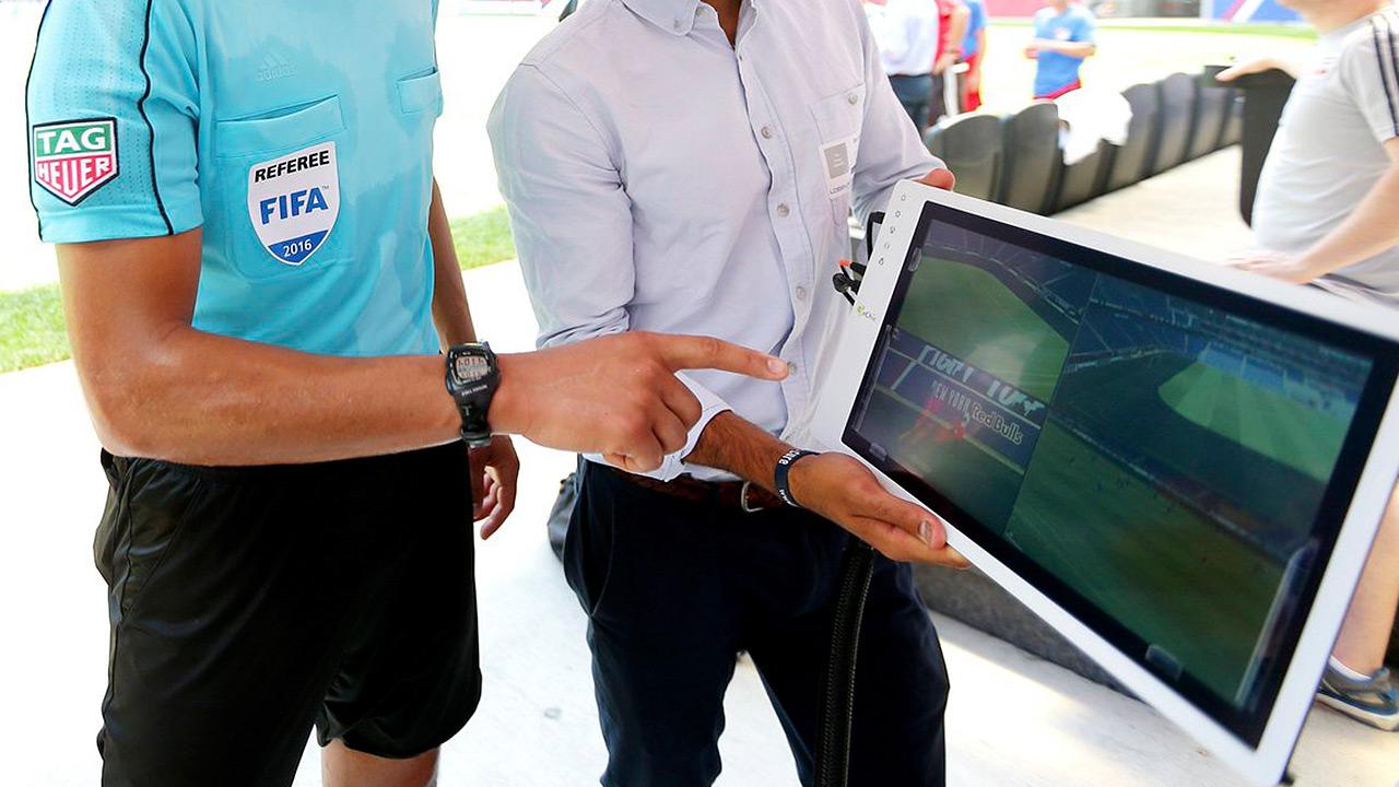 Tecnología, futbol y un árbitro de VAR en VAR