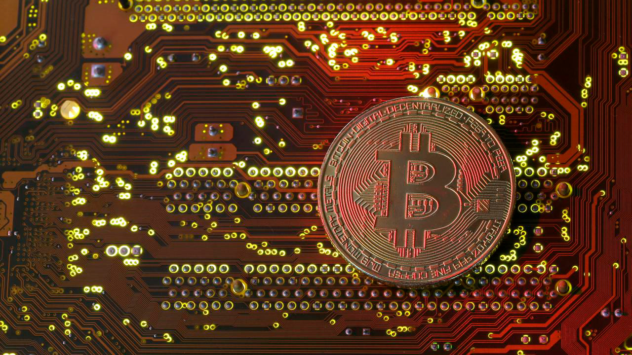 Bitcoin supera los 38,500 dólares y se apunta un nuevo máximo histórico