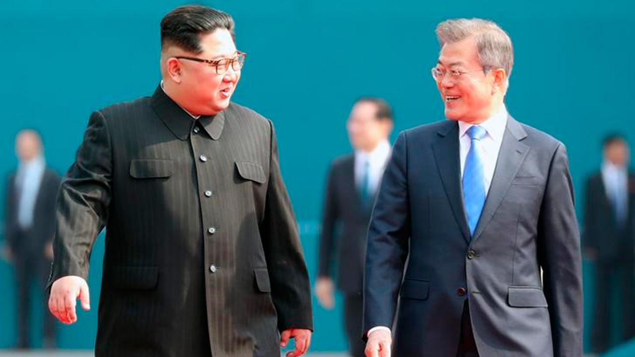 Líderes coreanos prometen desarme nuclear de Península de Corea