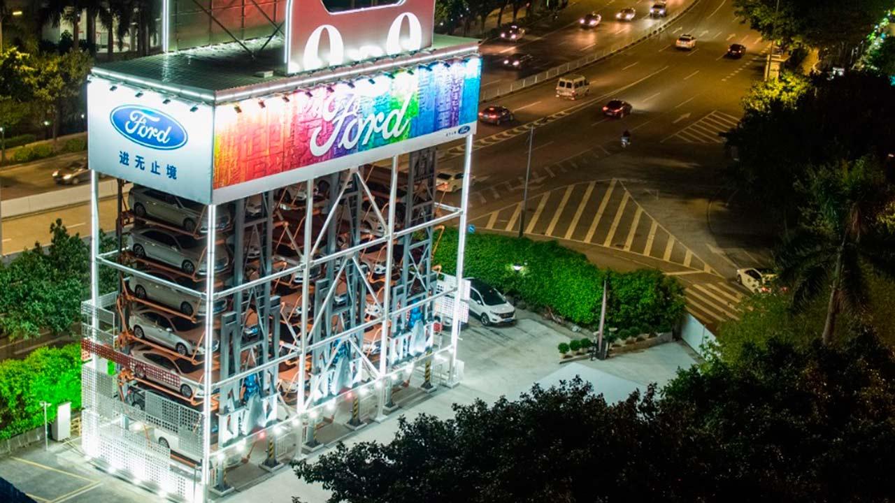 Ford inaugura la primera máquina expendedora de autos en China