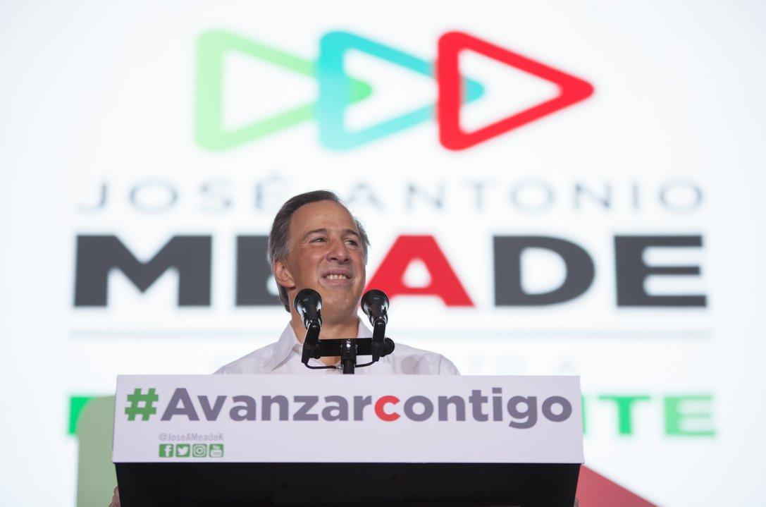 Meade presenta documentos de los 'depas' de AMLO