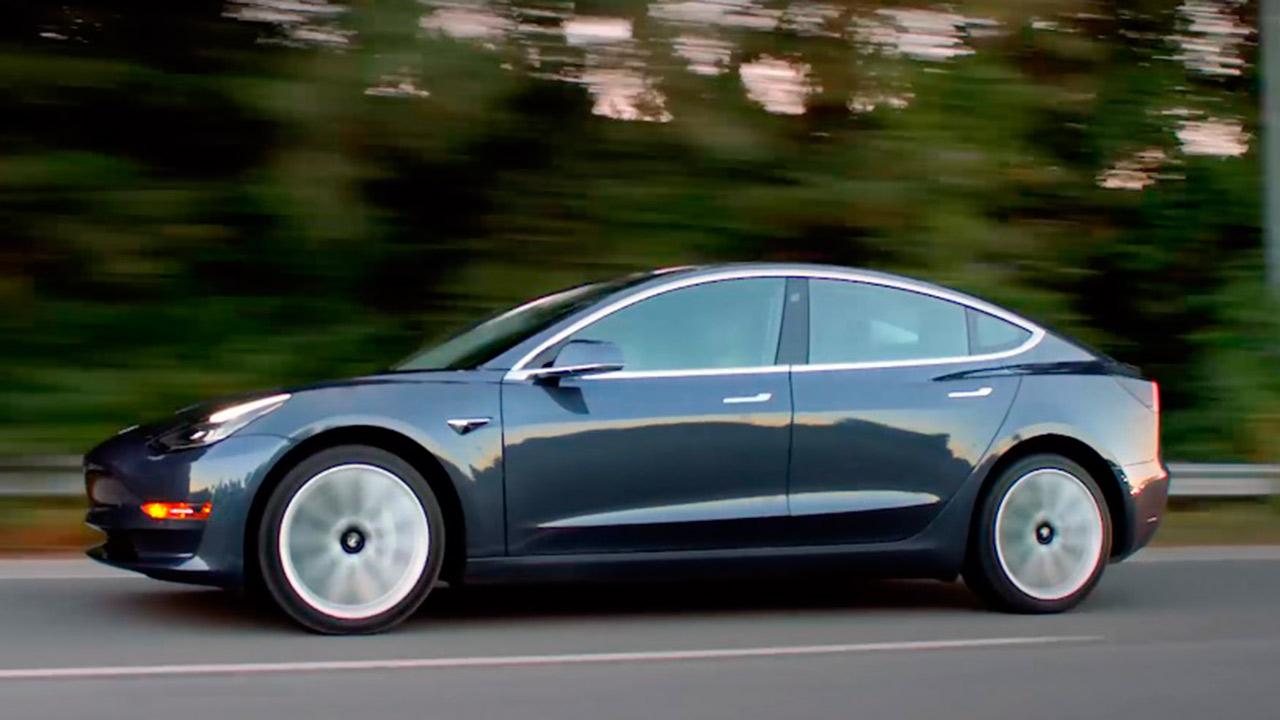 Elon Musk recibe el aval de Europa para llevar el Model 3 de Tesla