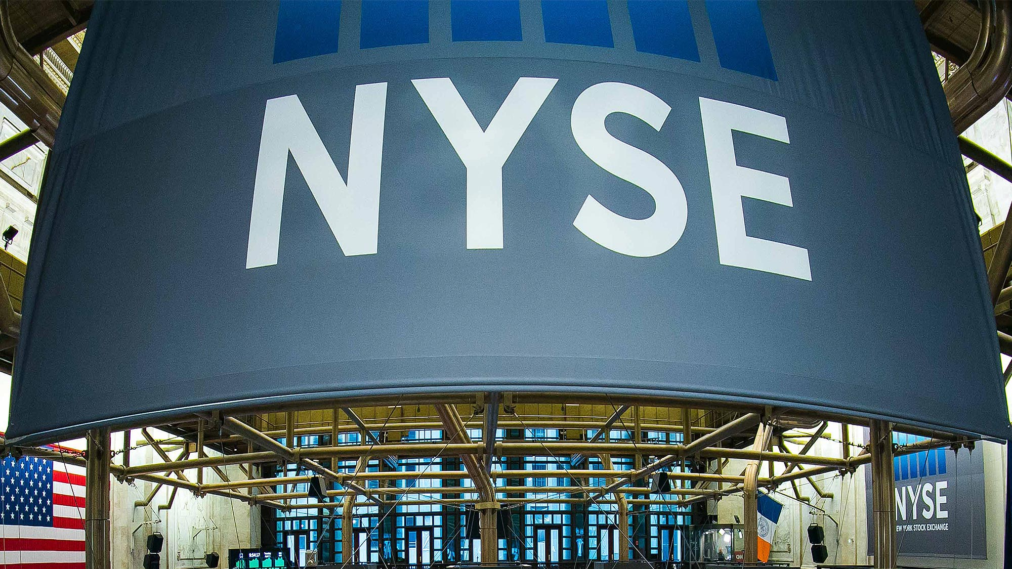Wall Street gana ante optimismo por ganancias corporativas