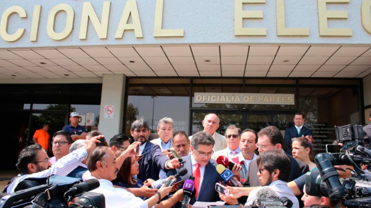 Ríos Piter ve posibilidad de seguir en la contienda electoral