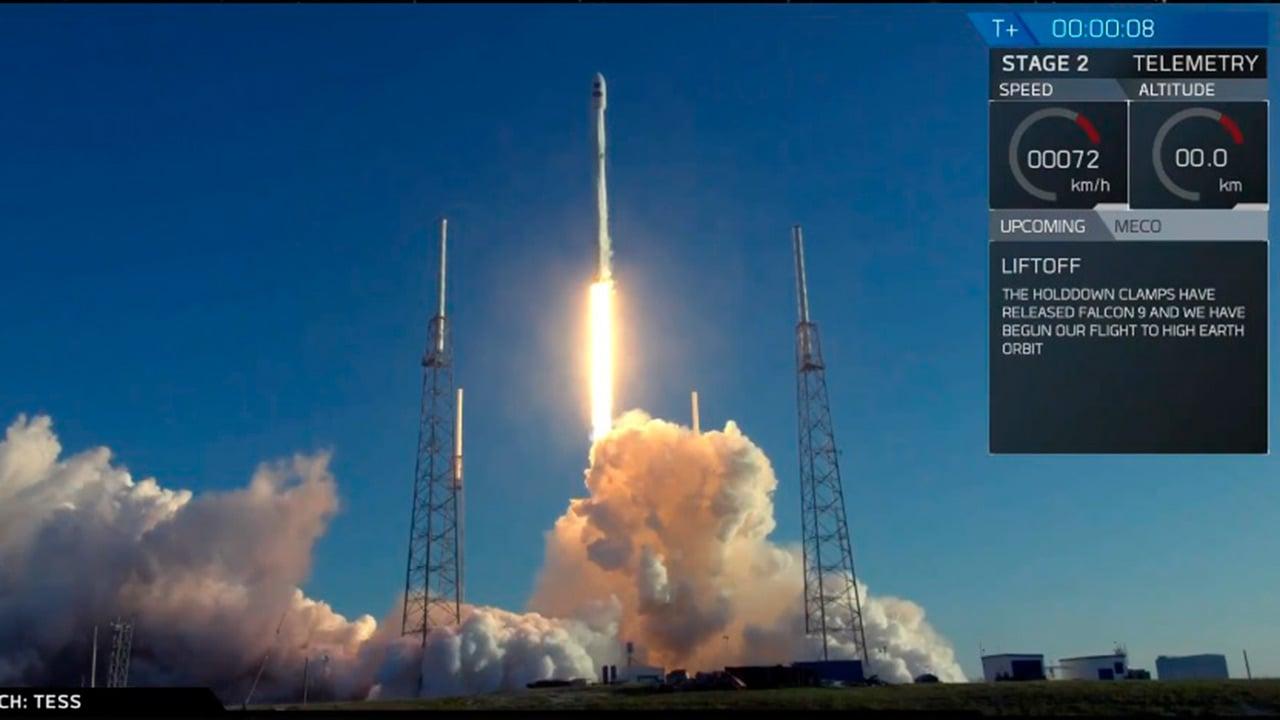 Despega cohete de Space X con satélite de la NASA para buscar planetas
